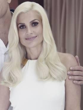 Flávia Alessandra aposta no cabelo platinado e revela: 'Me sentindo poderosíssima'