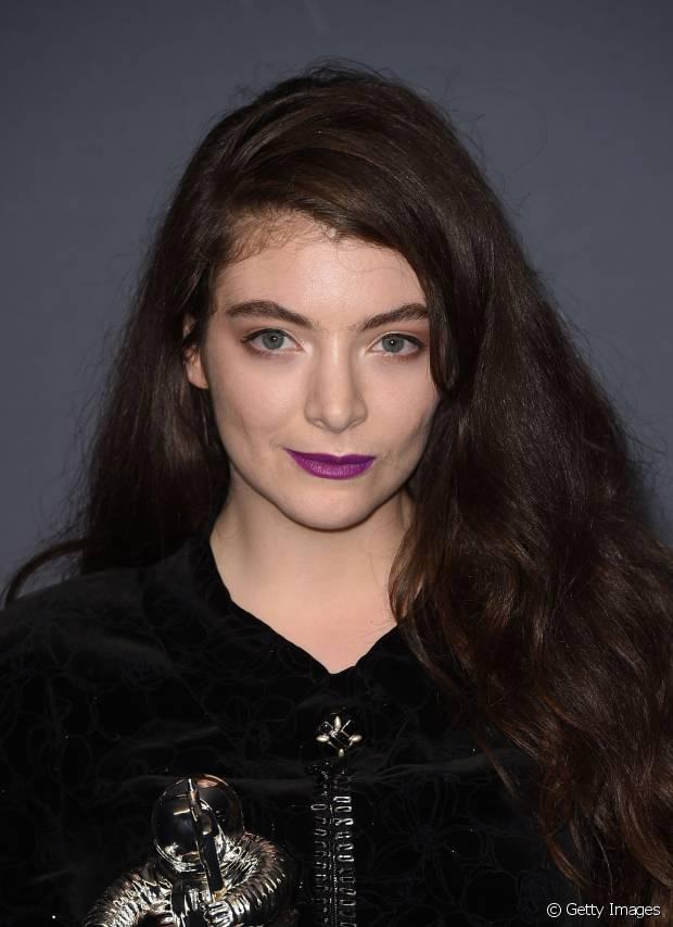 A cantora Lorde combinou o lavanda com sua pele clarinha
