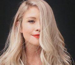 Umectação capilar com óleo natural é muito importante para devolver a oleosidade para o cabelo platinado