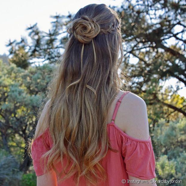 Na hora de prender os cabelos é necessário ter muita atenção, já que se eles estiverem muito apertados, eles podem ficar quebradiços
