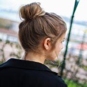 Prender muito o cabelo faz mal? Saiba os cuidados para evitar a quebra dos fios