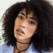 Hidratação de café para cabelos cacheados: aprenda o passo a passo do tratamento que estimula o crescimento capilar