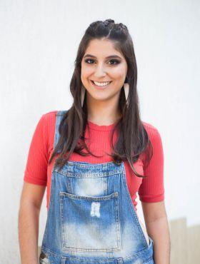 Apaixonada por moda, Vanessa Teixeira é adepta do mix de estampas, mas não dispensa o bom e velho jeans: 'Moda é literalmente arte'
