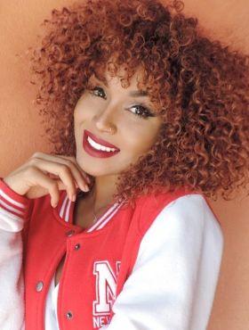 Blogueira Nana Freitas ensina como deixar os cachos volumosos e diminuir o fator encolhimento. Assista ao vídeo!