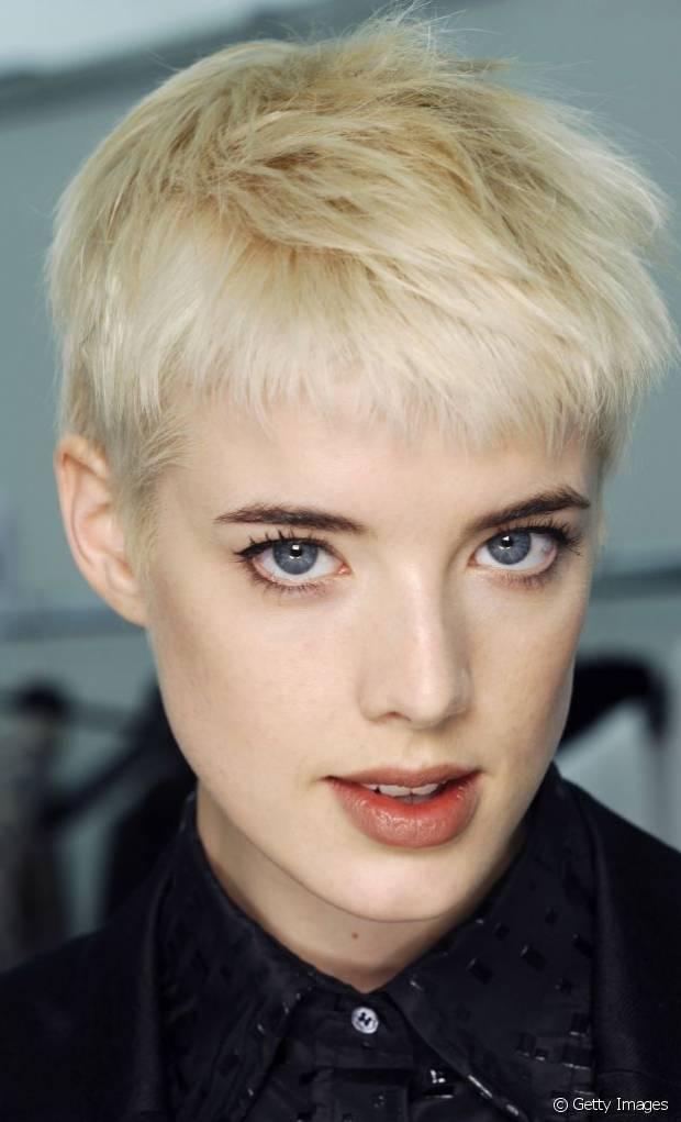 O corte de cabelo pixie cut pode assumir diversos formatos e se adaptar facilmente a todo tipo de fio. Além disso, o corte é prático e sensual