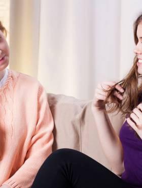 Desvendamos 4 frases que as amigas costumam falar quando você corta o cabelo e o que elas realmente sentem. Confira!