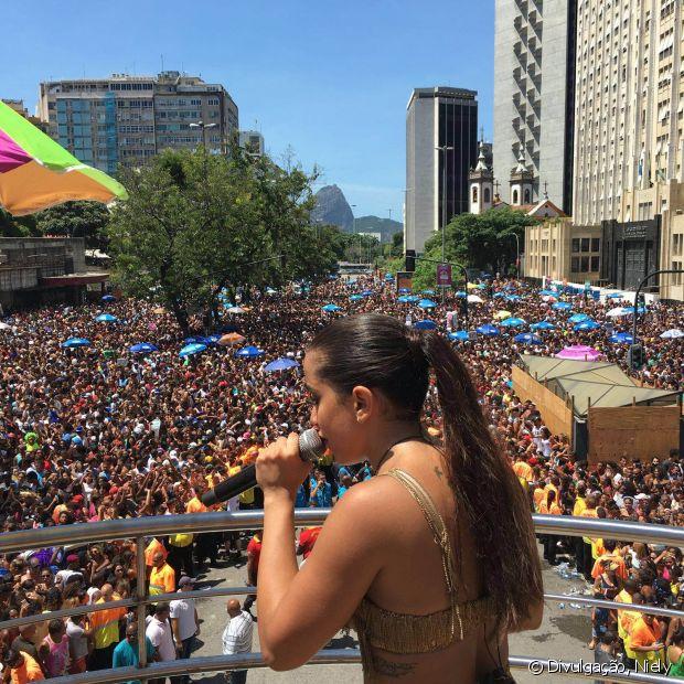 Anitta arrastou mais de 180 mil pessoas para o Bloco das Poderosas, no Rio de Janeiro, em 13 de fevereiro de 2016