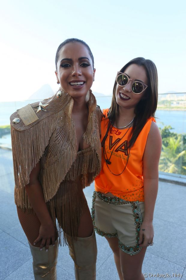 Anitta fez sua estreia no Carnaval carioca com o Bloco das Poderosas, no Rio de Janeiro