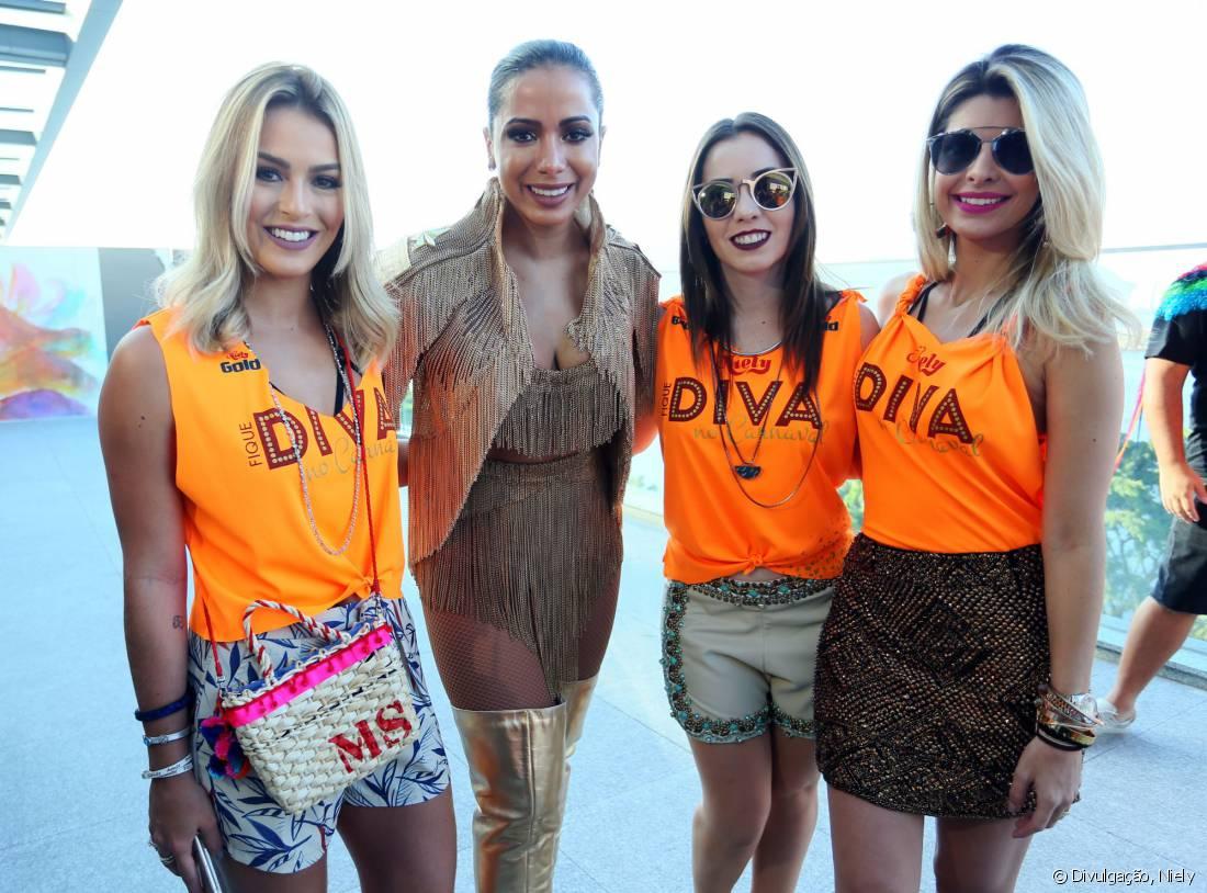 Anitta recebeu nosso Time de Divas Mariana Saad, Janaína Carvalho e Carolina Tognon no Bloco das Poderosas