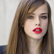 Como acabar com o frizz no cabelo liso? Tratamentos e dicas para ficar longe dos fios arrepiados