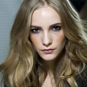 Óleo de coco natural para o cabelo: saiba como usar e descubra os benefícios da umectação para os fios