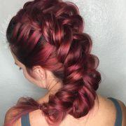 Tranças em cabelos ruivos: 10 fotos de diferentes estilos para valorizar os fios vermelhos com o penteado