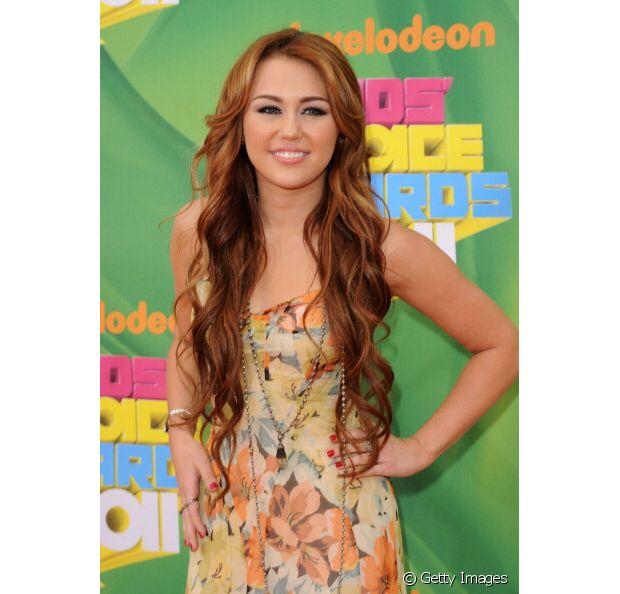 Antes de adotar o pixie hair, Miley Cyrus tinha um dos cabelos mais cobiçados de Hollywood! E claro, o corte era repicado