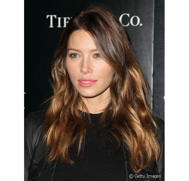 A belíssima Jessica Biel, se jogou no ombré hair e ficou com as madeixas ainda mais lindas
