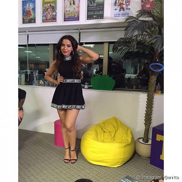 Vestidos também estão entre os looks de Anitta