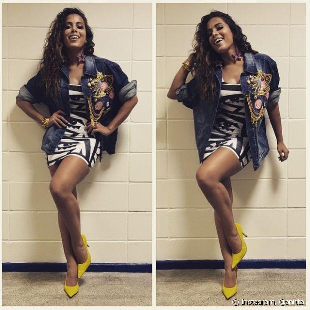 Anitta também gosta de jaquetas jeans
