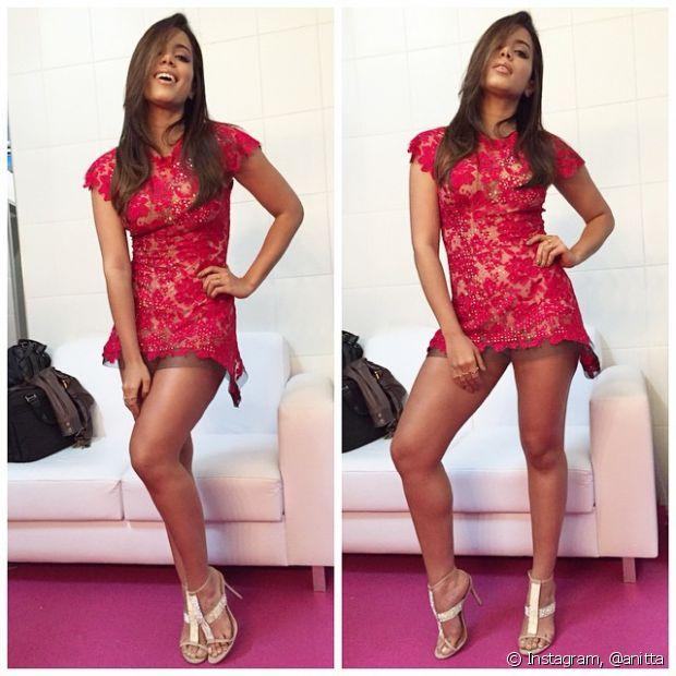 Vestido curtíssimo está na lista dos preferidos de Anitta