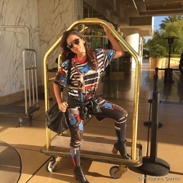 Anitta gosta de estampas coloridas