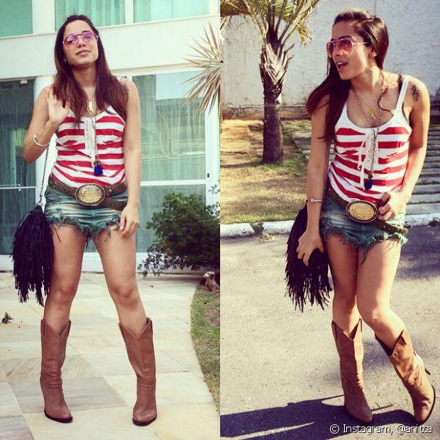 Anitta posa com botas de cowgirl