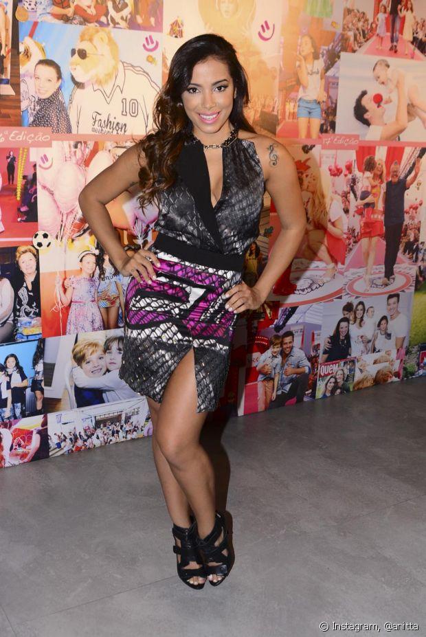 Anitta tem uma pose clássica para suas fotos