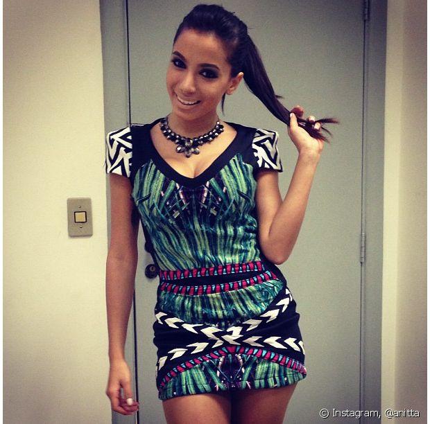 Anitta também já usou vestido com estampas étnicas