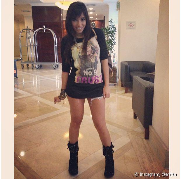 Anitta gostava de combinar looks com coturnos