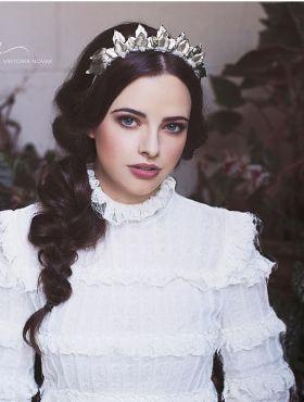 Penteados para noivas no inverno: escolha o estilo perfeito para o casamento em dias frios