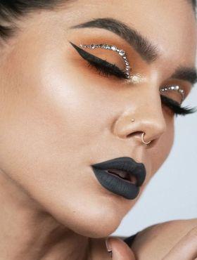 Batom cinza: como fazer uma maquiagem com a cor nos lábios
