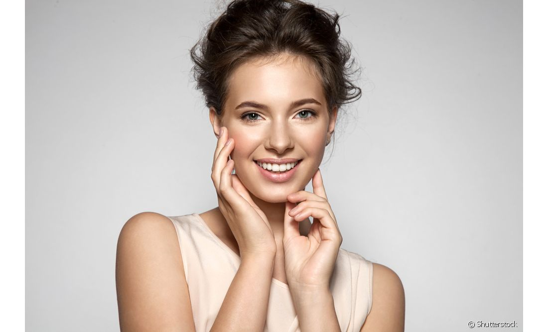 A massagem facial com óleo de coco vai deixar sua pele renovada