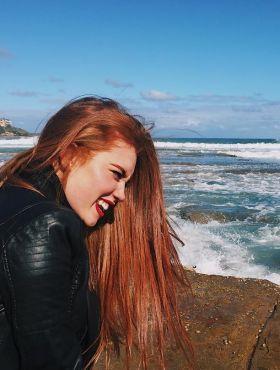 O ruivo danifica mais o cabelo que o loiro? Saiba tudo sobre as colorações