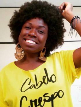 Thayná Alves revela a importância do autoconhecimento e da representatividade para valorizar a própria beleza negra: 'Bonito é ser a gente sem ter medo'