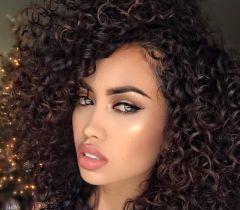 A hidratação é o segredo para cabelos castanhos brilhosos