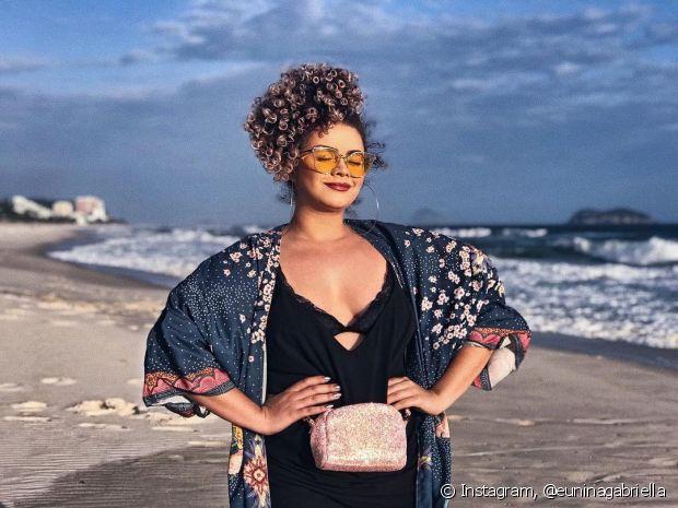 Óculos com lentes coloridas estão de volta! Olha nossa diva Nina Gabriella usando o acessório