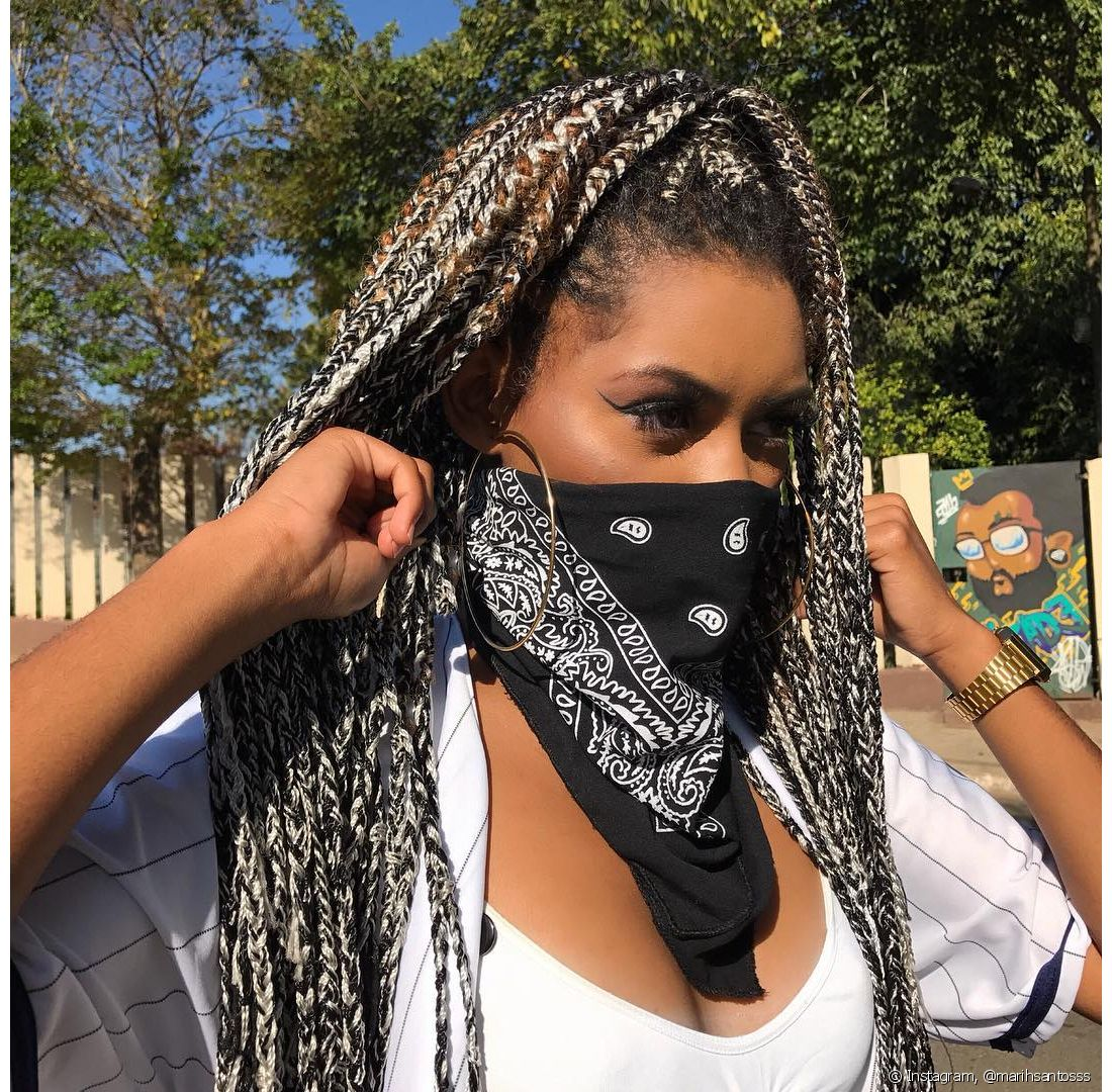 As bandanas não estão sendo usadas apenas no cabelo!