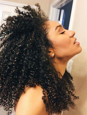 Difusor ou secador: qual é o melhor para dar volume nos cabelos cacheados e crespos?