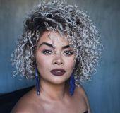 Corte para cabelos em transição capilar: dicas de modelos para fazer durante o processo de assumir os cachos