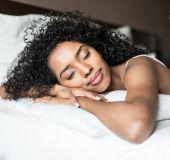 4 maneiras de não desmanchar os cachos na hora de dormir