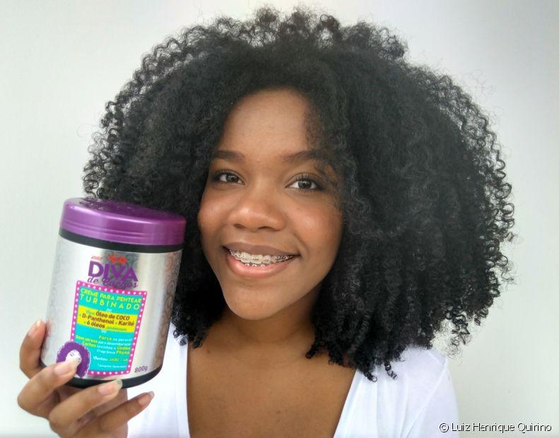 Escolher bem os produtos que formam a rotina de cuidados capilares vai fazer toda diferença no resultado final do cabelo crespo