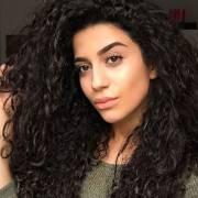 Pontas duplas em cabelos cacheados: saiba como resolver o problema dos fios espigados com tratamentos e produtos
