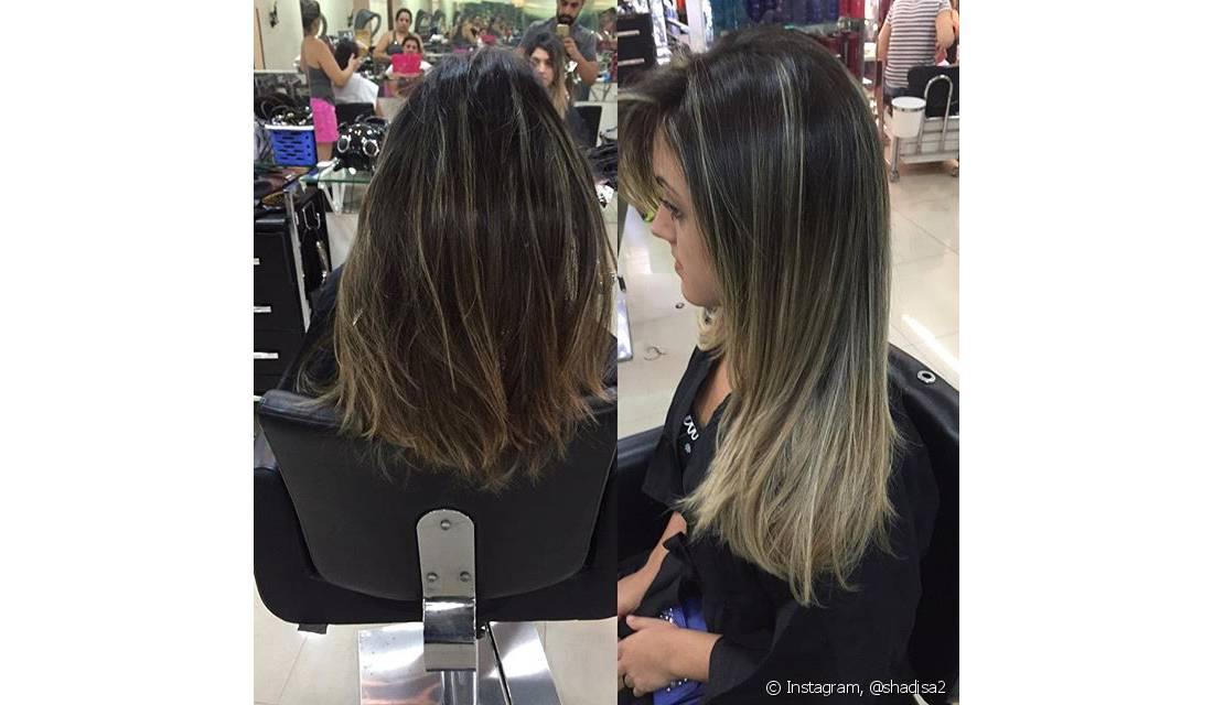 Em vez de colar as mechas artificiais no couro cabeludo, as mechas finas de cabelo são presas através de anéis metálicos aos fios naturais