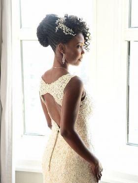Penteados para noivas em transição capilar: 10 estilos incríveis para esconder a diferença de textura