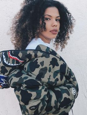 Jaqueta militar: como usar a peça + 15 looks para inspirar!
