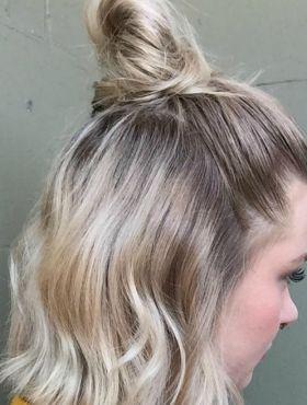 Half bun X trança na nuca com coque: qual dos dois penteados você prefere?