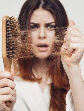 Meu cabelo está muito quebrado, o que fazer? Dicas para recuperar a saúde dos fios