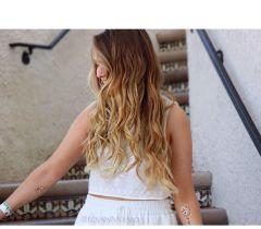 Use chá de camomila para iluminar os seus cabelos