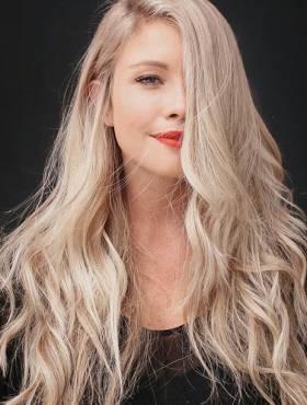 Matizador x desamarelador: saiba qual a diferença e como cada produto age nos cabelos loiros