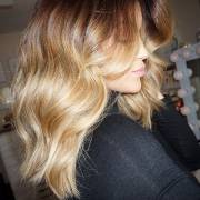 Cronograma capilar para loiras: saiba como fazer os tratamentos de hidratação, nutrição e reconstrução nos cabelos claros