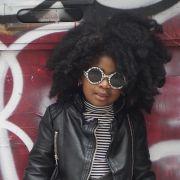Dia das Crianças: inspire-se em 50 fotos de penteados para as pequenas de cabelos cacheados e tente fazer na sua filha!
