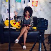 Luany Cristina, do blog Diva do Black, conta quem são suas inspirações capilares. Assista ao vídeo!