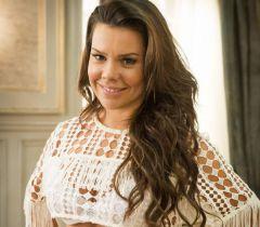 A atriz Fernanda Souza também é adepta do alongamento de fios